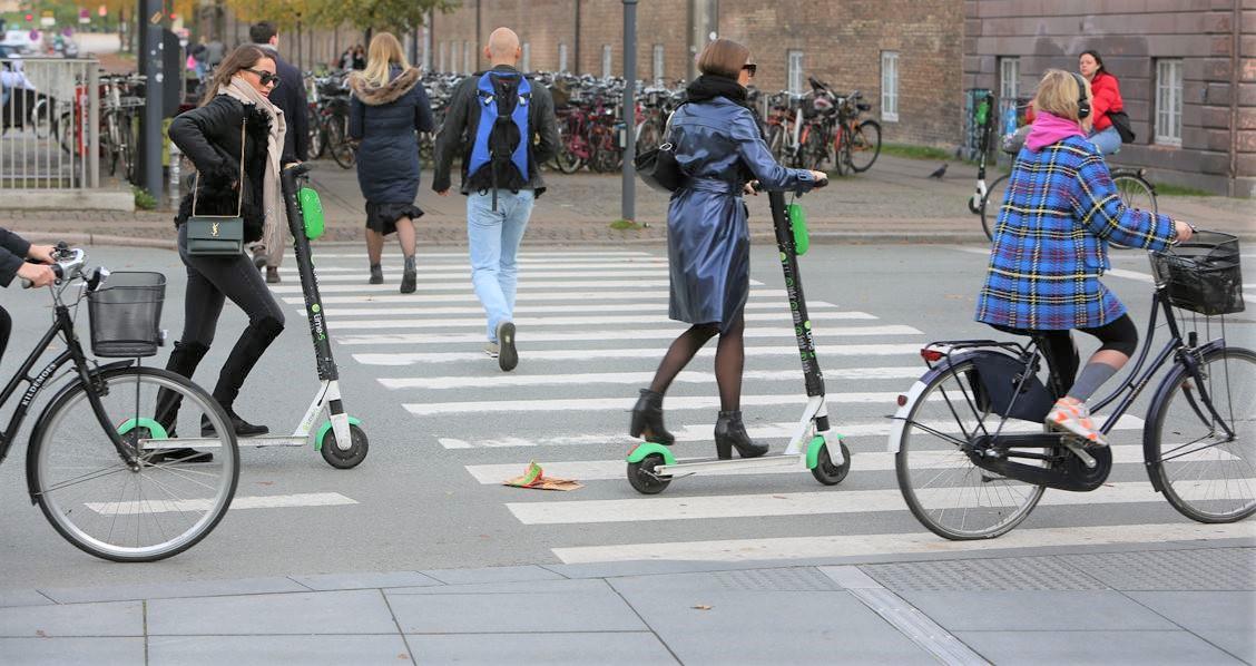 El-løbehjul: Via Trafik evaluerer forsøgsordningen med el-løbehjul. Evalueringsarbejdet er allerede publicereret. Evalueringen fokuserer sikkerherheden.