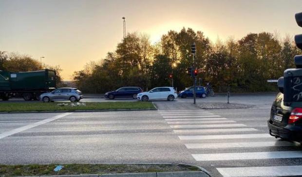 Trafiksikkerhed: Trafiksikkerheden skal skærpes i et farligt Aarhus-kryds. Via Trafiks trafiksikkerhedsspecialist, Michael Sørensen, Giver sit besyv med om sagen i Lokalavisen Aarhus.